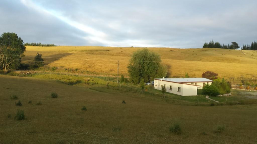 Das Unterkunftsgebäude auf der Apfelplantage